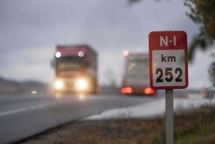 500-camioneros-habituales-de-la-n-1-soportaran-un-peaje-mensual-de-casi-400-euros