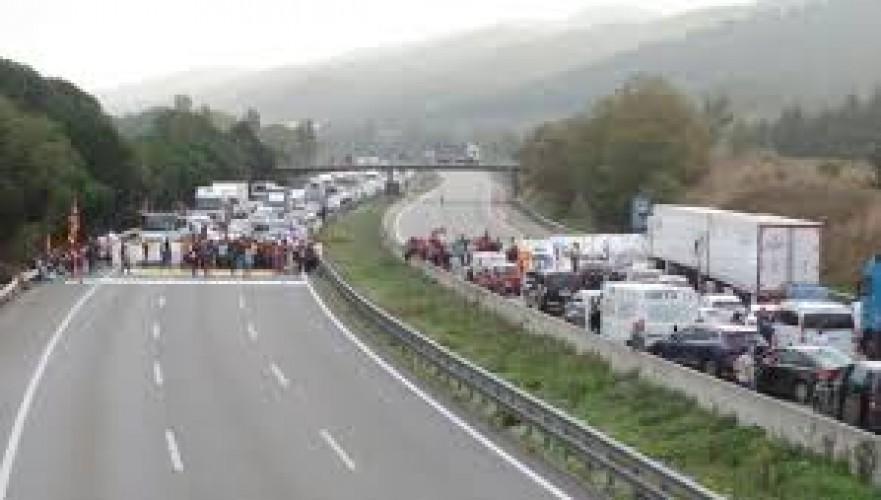 cortes-de-trafico-en-cataluna-por-huelga-general